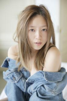 元AAA・伊藤千晃、最新写真集は妊娠初期から後期まで撮影 表紙は本気のスッピン