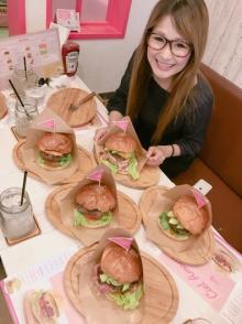 辻希美の母のハンバーガー店訪問したギャル曽根 全種類制覇