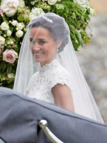 新婚旅行から帰ったピッパ、結婚指輪をしていないと大騒ぎに!
