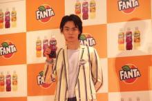 「ファンタ宣伝部長」就任の菅田将暉 人生初の「名刺ゲット」で満面のドヤ顔