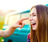 男性が「女友達に、なぜか恋しちゃった瞬間」4ケース