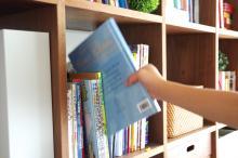 本棚、調味料、掃除機…身近なモノこそ丁寧なケアを。梅雨を心地良く過ごせる「ひと手間工夫術」