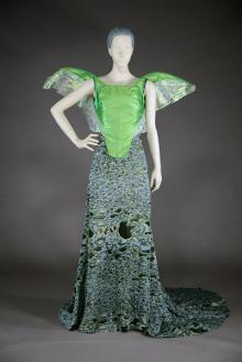 「昆虫とファッション」をテーマとした神戸ファッション美術館のベーシック展示がスタート