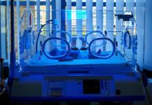 新生児黄疸で光線治療した我が子。不安いっぱいで涙があふれた入院期間