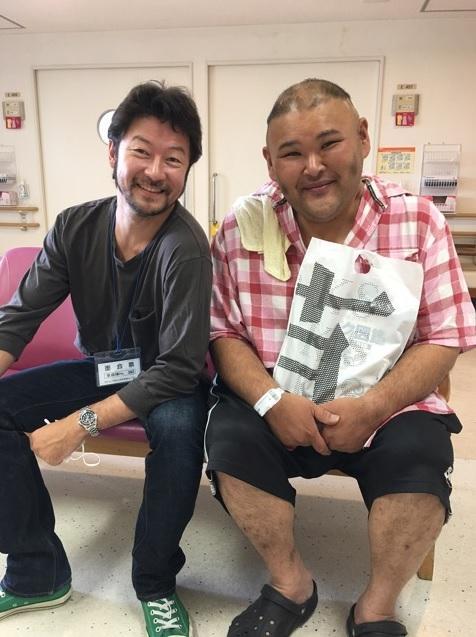 浅野忠信、安田大サーカス・HIROのお見舞いへ「突然の浅野さん」2ショット公開