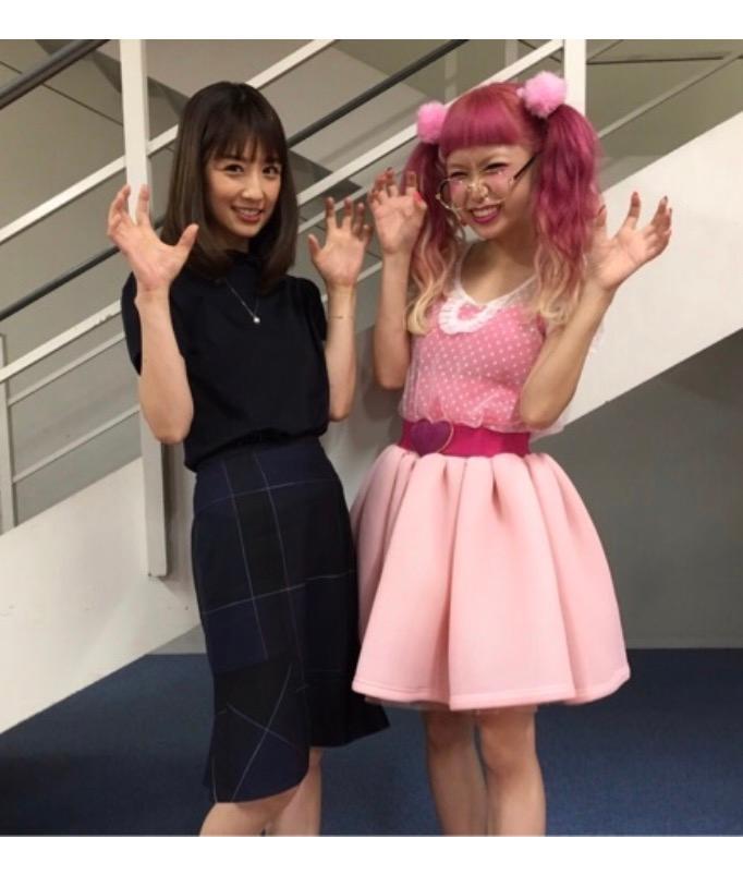 小倉優子、109カリスマ店員・ひかぷぅの衣装に「こりん星の自分思い出す」