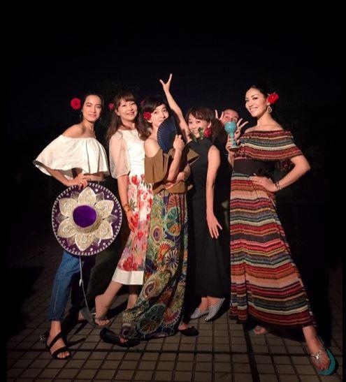 滝川クリステル邸でのスペインパーティ、アンミカ、木佐彩子ら参加