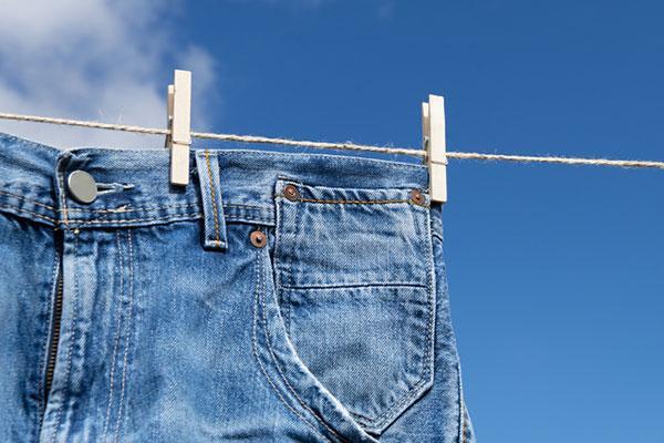 ジーンズは何回おきに洗う?色落ちを防ぐ洗濯法とは