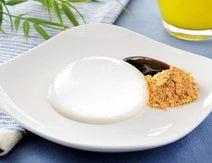 【気になる】ローソンに「ぷるるん水ゼリー」--黒蜜&きなこで食べる透明な和菓子