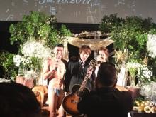 狩野英孝、小島よしおの結婚パーティで余興を披露 ベッキー・カズレーザーらも参加