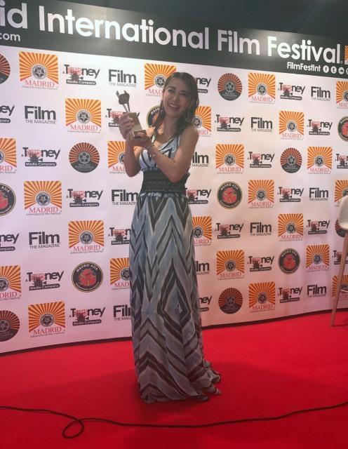 鈴木紗理奈、涙声で「人生最高の日」 マドリード映画祭で外国映画主演女優賞