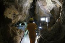 高知県が誇る洞窟『龍河洞』に2Lサイズ男子が入った結果…