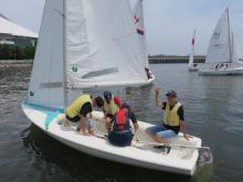 水面を滑る感覚に「ヨットは楽しい」 高校生対象に神奈川県がセーリング教室開催
