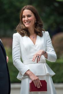 キャサリン妃とシャーロット王女、訪問国に敬意を表して赤白ファッションで魅了!
