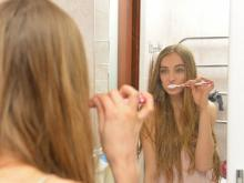 歯磨きに効果ナシ!? 口臭を消すポイントは歯と歯の間のケア!