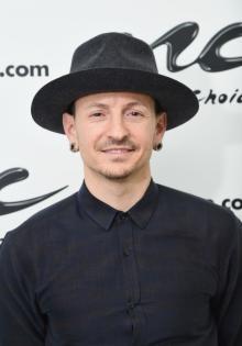 """Linkin Parkのボーカル、チェスター・ベニントンさんが死去 今日一番読まれたニュースランキング【<span class=""""hlword1"""">エンタメTOP5</span>】"""