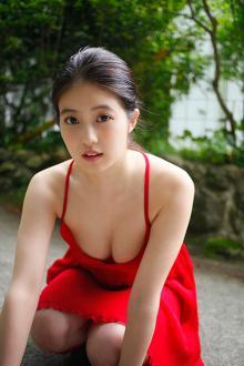福岡で一番かわいい女のコと評判の今田美桜が初水着! 「福岡にはもっとかわいいコがたくさんいますよ(笑)」
