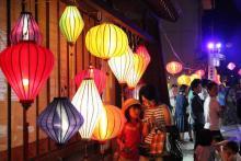 300個の色鮮やかなランタンで幻想的な灯に包まれる「ベトナム・ランタンまつりinなめりかわ2017」