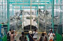 新幹線整備用、新型ロボット公開