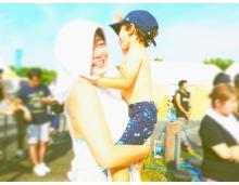 スザンヌ 夏フェスで息子が我慢できずに上半身裸に