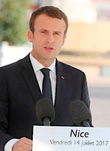 仏大統領、支持率下げる