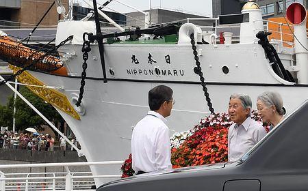 両陛下、日本丸など視察=横浜