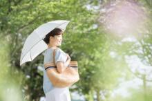 「もっと早く使っておけばよかった!」利点ばかりの日傘を使わないなんて損してる!?