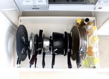 重ね置きNG!キッチンがスッキリする、アイテム別「立てる収納法」5つ