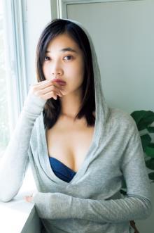 超人気モデル・林田岬優、初水着グラビアに挑戦 しなやか美ボディを披露