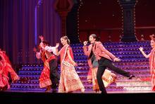 アンコールもマサラ一色で盛り上がる星組公演開幕!