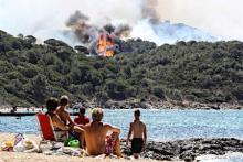 リゾート地で山火事=南仏
