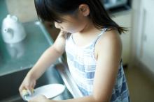 ほめポイントとタイミングを間違えないで!夏休み、子どもが「お手伝い」をしたくなる頼み方って?