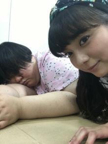 メイプル超合金 安藤なつ、新川優愛に隠し撮りされ「昼寝というか本寝」