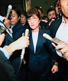 稲田防衛相が辞任へ