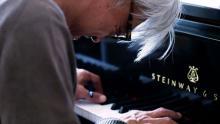 坂本龍一に5年間密着したドキュメンタリー映画が第74回ベネチア国際映画祭へ公式出品決定!