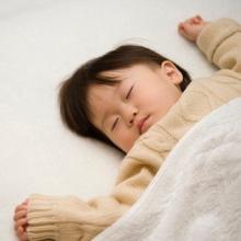 子どもの寝かしつけにかかる平均・最長時間はどのくらい? 対応方法は??