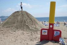 大人も子供も砂まみれ!?巨大な砂山「ギガ砂場」が期間限定でオープン
