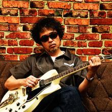 奥田民生ハンドメイドMV第2弾、自身愛用のギターを自慢しまくる「俺のギター」公開