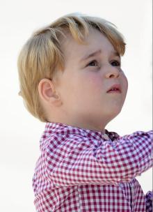 ジョージ王子、9月から小学生なのに苗字がない!?