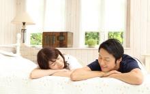 夫婦の暮らし方調査[3] 夫婦一緒に寝るのは幸せ?それともストレス?