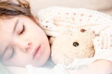 睡眠時間、夏は冬より短くなる傾向 最大30分の差