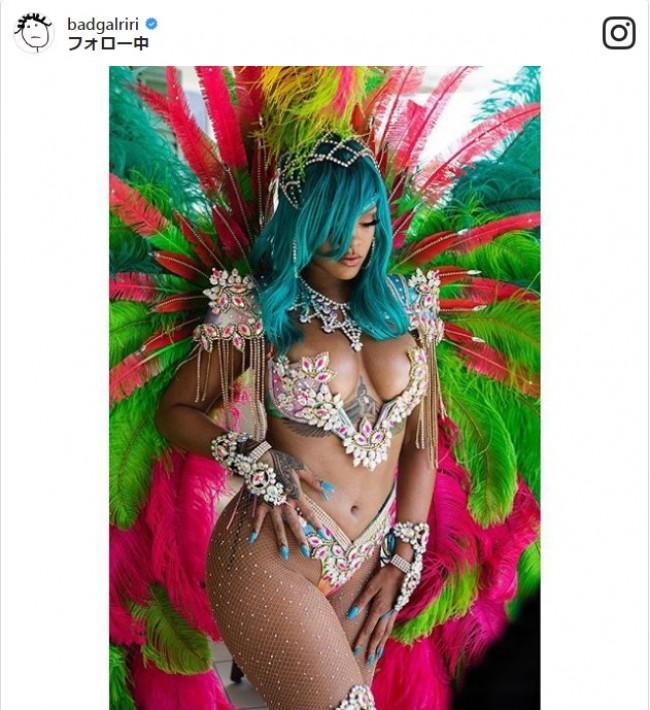 リアーナ、母国のお祭りで超セクシーな過激ファッション披露
