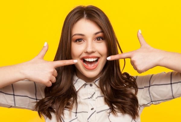 黄ばんでたら…男性ドン引き!白い歯をキープするプロの技まとめ