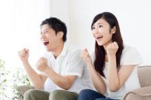 こわっ…2位舌打ち!スポーツ観戦で「夫がドン引く妻の行為」1位は