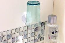 【100均】洗面台にどんどん収納が増える「タテヨコ洗面フック」--コップやブラシ、髭剃りも