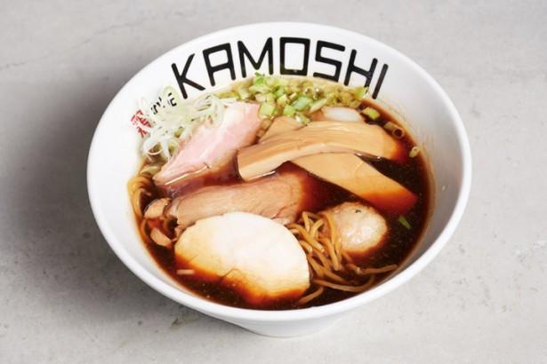 あの有名カレー店が放つ、鶏の旨味満載のラーメン!「鶏soba KAMOSHI」