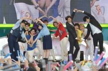 超特急×橋本環奈いきものダンス生披露 「めざましライブ」に6000人集結