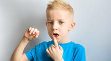 乳歯の歯間がキツキツ!矯正した方が良いの?