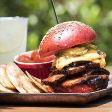 「沖縄展」が池袋で開催!泡盛を使ったハンバーガー、冷たいスイーツに鮮やかなタルトが登場