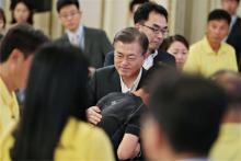 客船沈没事故、遺族と面会=韓国大統領